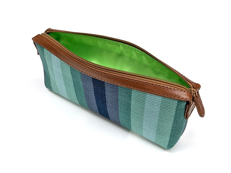 Handgemaakt handtasje van blauwe stof en leer