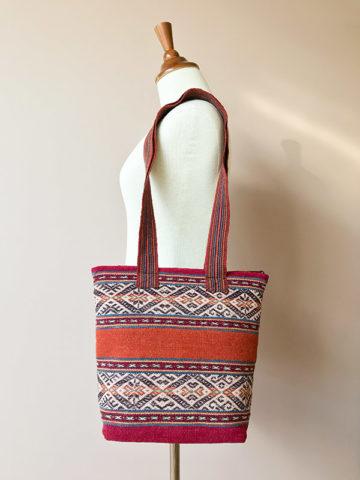 Handgemaakte wollen tas uit Peru