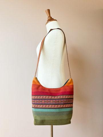 Handgeweven wollen schoudertas uit Peru